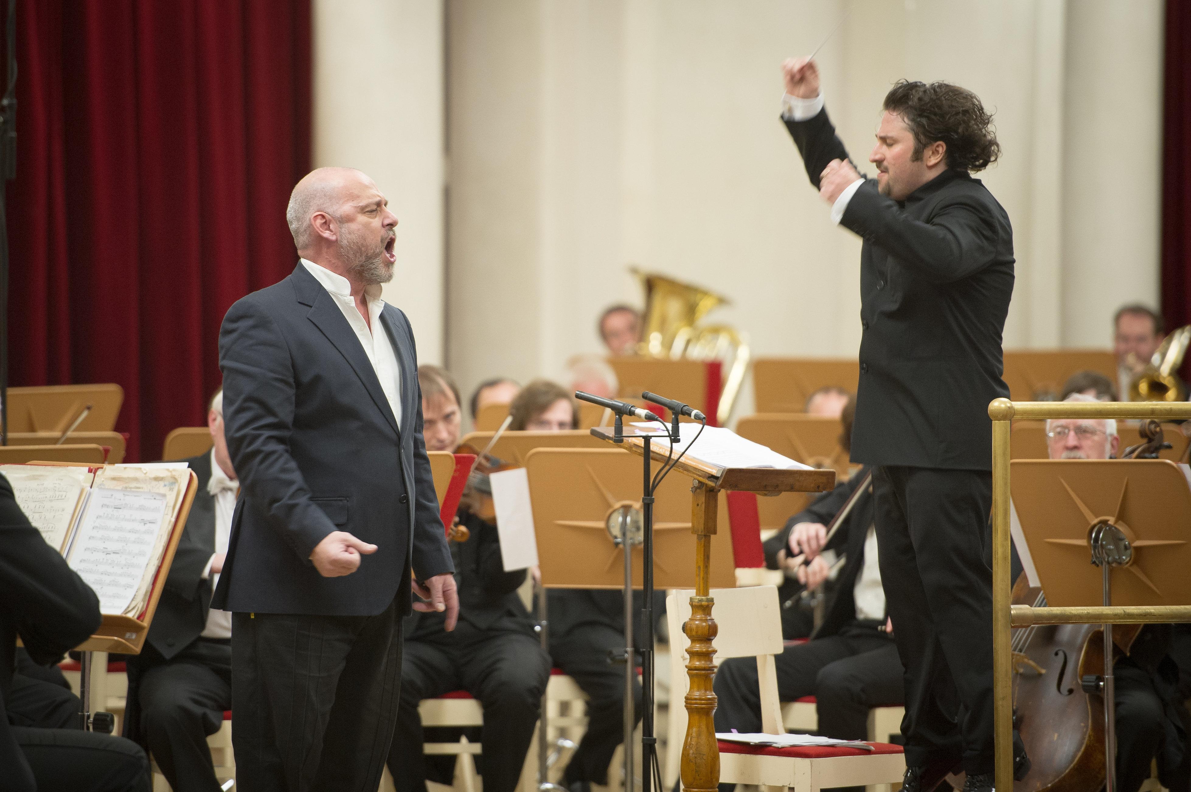 El tenor argentino y excombatiente de Malvinas Darío Volonté canta en San Petersburgo en 2015