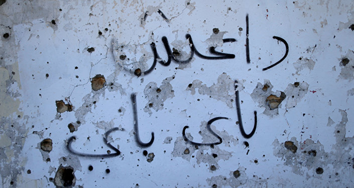Un graffiti en el que se lee Daesh adiós