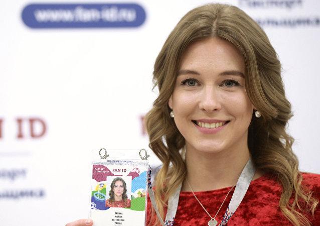 La modelo Maria Panina, la primera hincha a obtener el Fan ID para el Mundial
