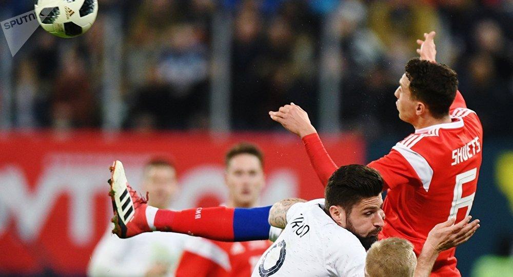 Futbolistas rusos durante un partido con Francia