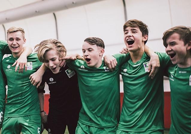 Jóvenes huérfanos de Rusia en el torneo de futbol 'El futuro depende de ti'