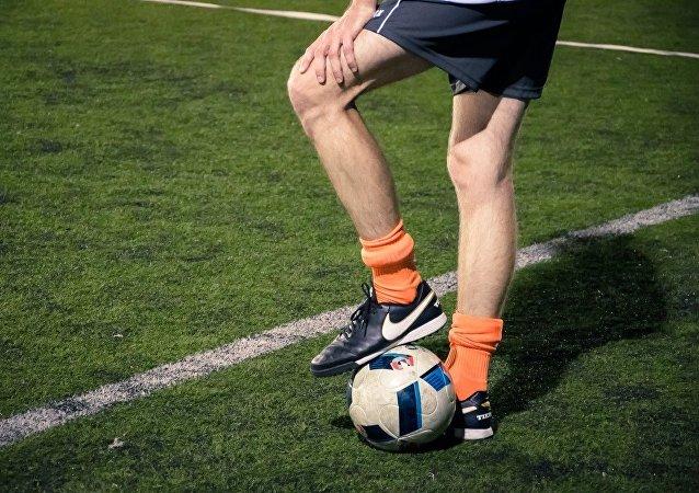 Las piernas de un jugador de fútbol