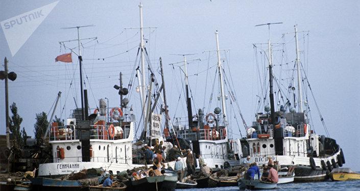 Un puerto de buques pesqueros en el mar de Azov