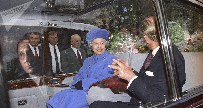 La reina Isabel II y el príncipe Felipe durante su visita oficial a Moscú en 1994