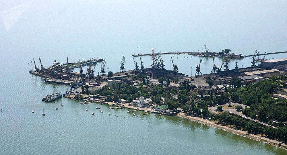 Un puerto en el mar de Azov