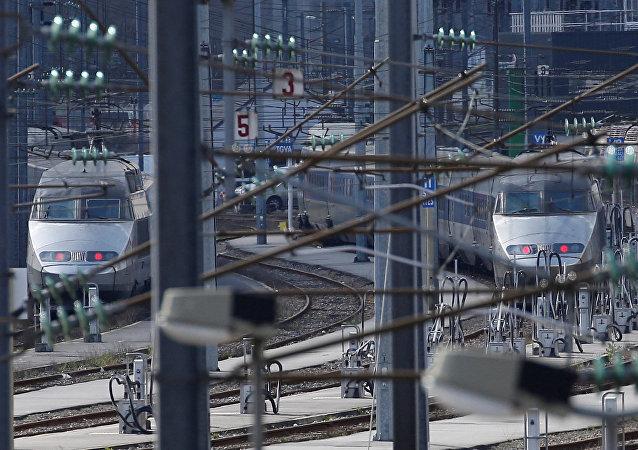 Trenes de la compañía estatal de ferrocarriles de Francia (SNCF) en la estación de Nantes