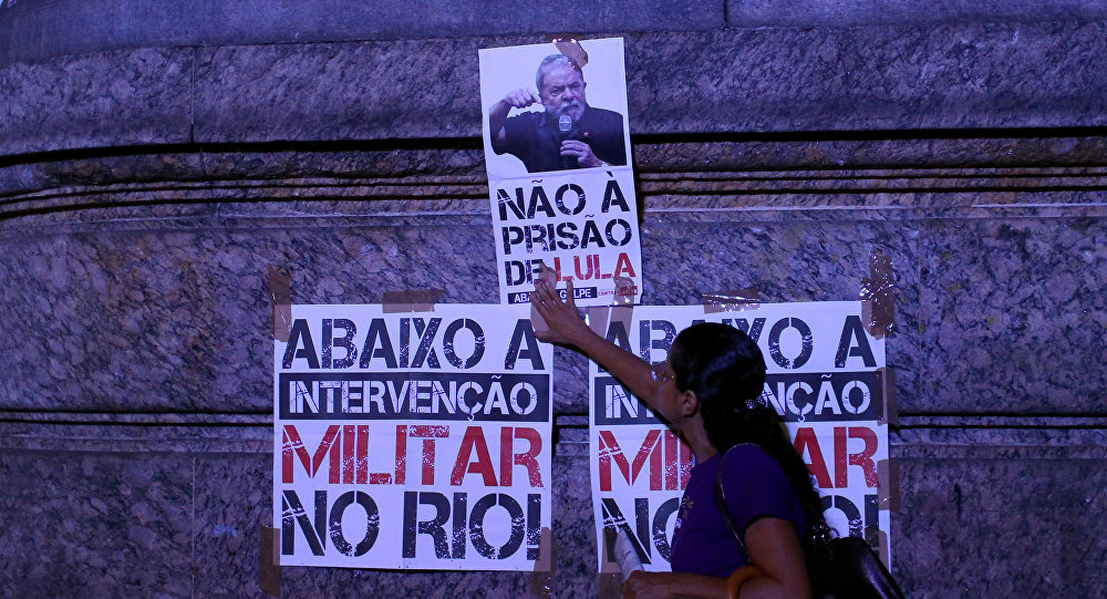Un cartel en apoyo a Lula
