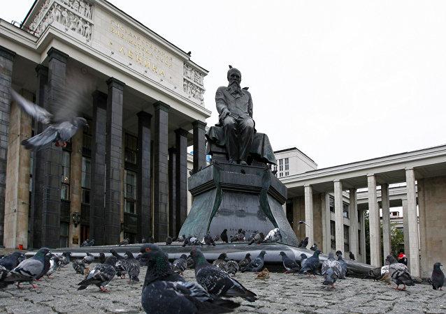 El monumento de Dostoievski en Moscú