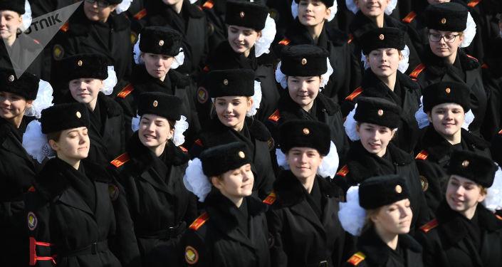 Unos cadetes rusos durante los ensayos para el Día de la Victoria en el polígono de Alábino, en la región de Moscú.
