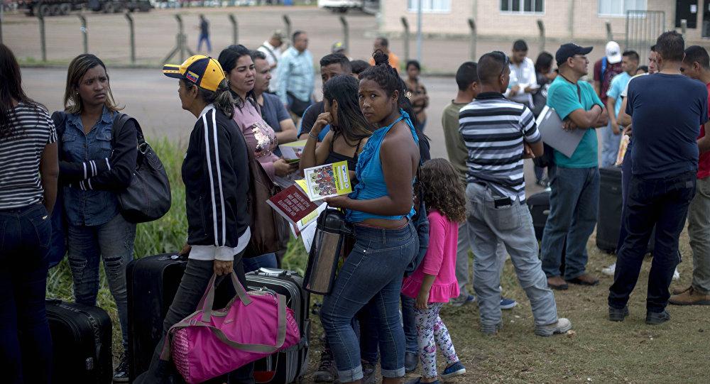 Venezolanos en la frontera con Brasil