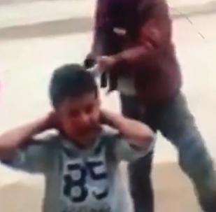 Impactante: un grupo de niños libios simula una ejecución masiva (vídeo)