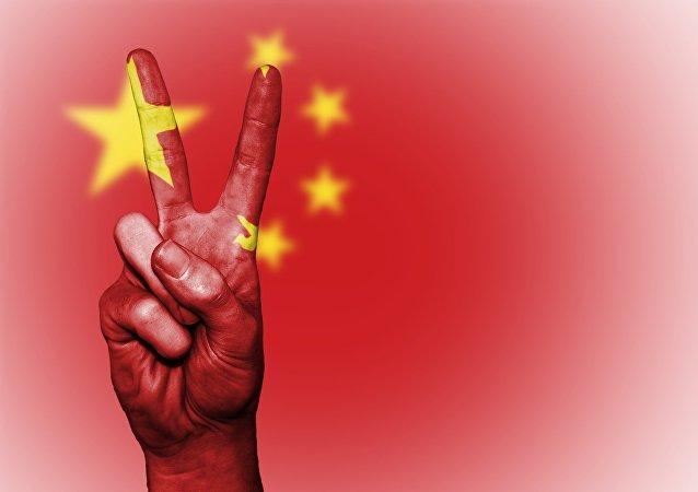 La bandera china y la seña V (gesto manual)