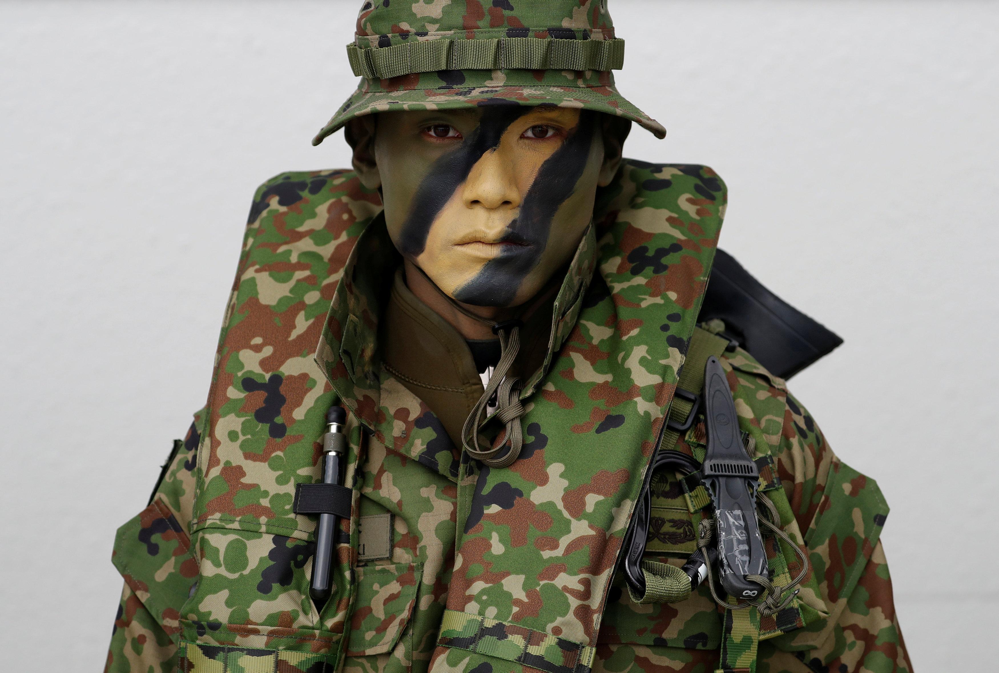 Un soldado de las Fuerzas de Defensa Anfibias de Japón, la primera brigada de marines japonesa desde la Segunda Guerra Mundial