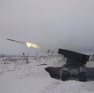 Militares rusos efectúan maniobras tácticas a nivel de batallón