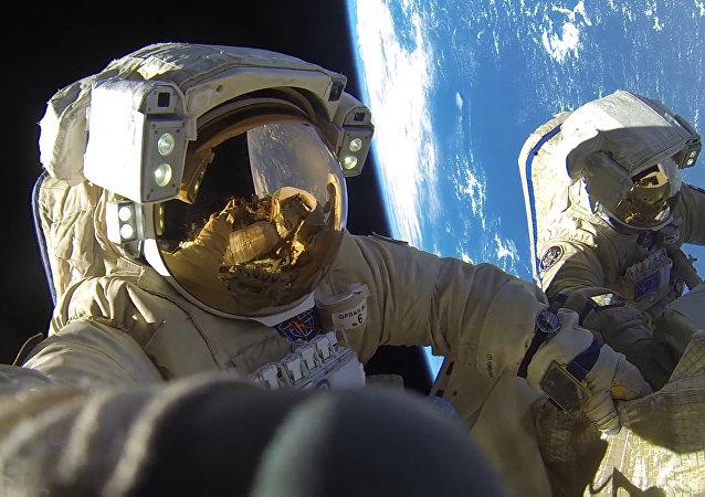 Salida al espacio exterior de los cosmonautas Alexander Miscurin y Antón Shkaplerov, el 6 de febrero de 2018