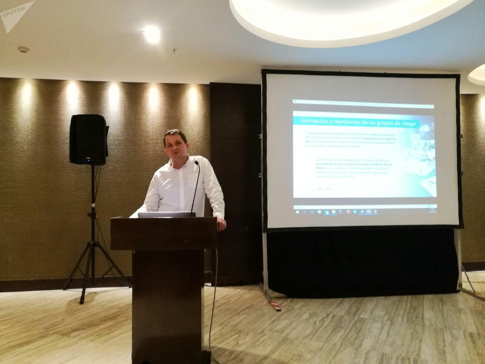 Vladimir Prestes, director de SearchInform Brasil, en la conferencia en Buenos Aires.
