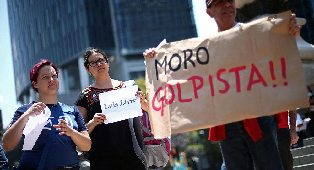 Los brasileños con los carteles