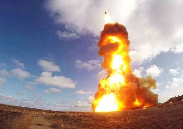 Lanzamiento de un misil de un nuevo sistema antimisiles ruso en el polígono de Sari Shagan (Kazajistán) (archivo)