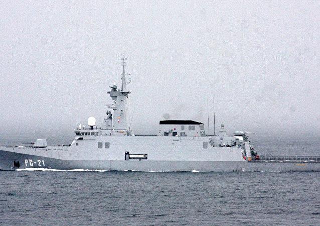 Un barco de guerra Avante 2200