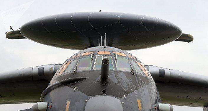 La cabina del avión de alerta temprana y control aerotransportado А-50U