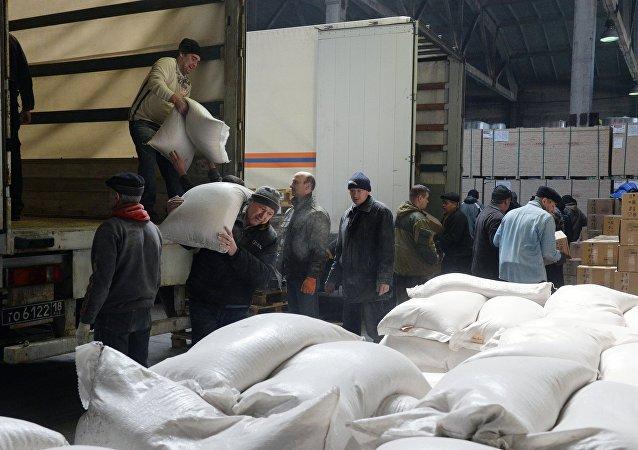 Nueva caravana humanitaria rusa llega a Lugansk