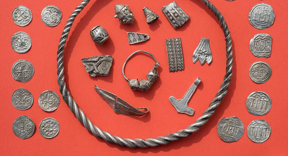 Piezas de plata del tesoro del rey vikingo Harald Blatand