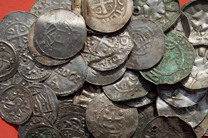 Se han encontrado todo tipo de monedas sajonas, otonianas y bizantinas.