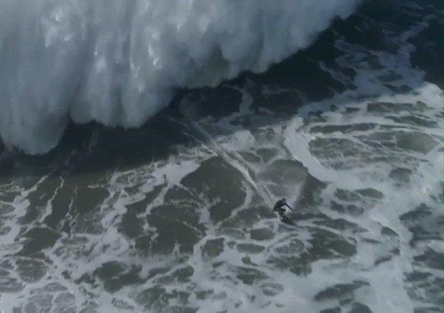 El sueño del surfista: conquistar la ola más grande del planeta