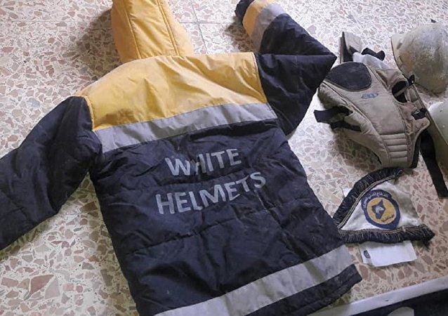 El uniforme de los Cascos Blancos hallado en un laboratorio en Guta Oriental (archivo)