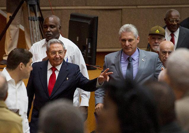 Expresidente de Cuba, Raúl Castro, y el actual vicepresidente, Miguel Díaz-Canel
