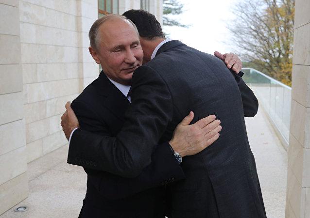 Vladímir Putin en una reunión con Bashar Asad (archivo)