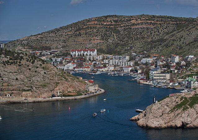 Vista de la bahía en Balaklava en la península de Crimea