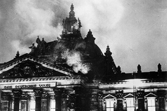 El incendio del Reichstag en Berlín (Alemania), febrero de 1933
