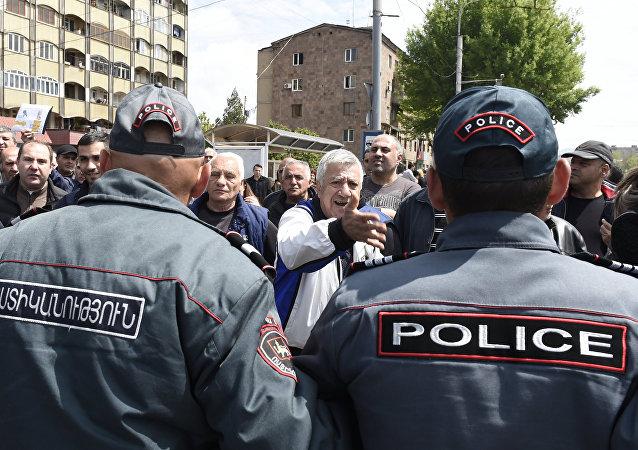 La policía de Armenia