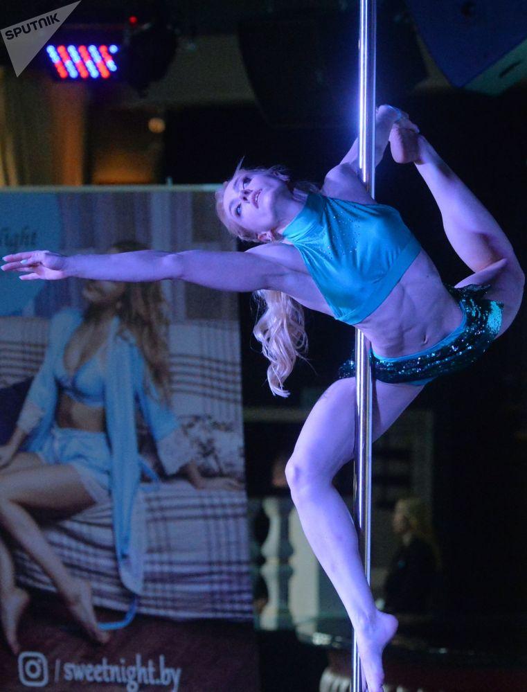 Baile en la barra: una mezcla de acrobacia, gimnasia y teatro