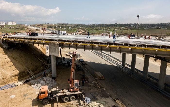La construcción del acceso automovilístico al puente de Crimea