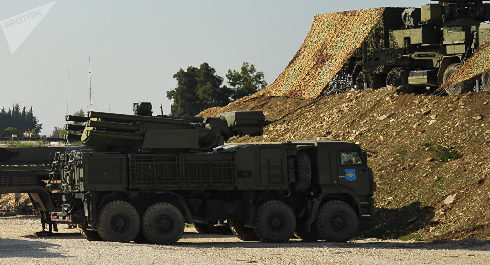 Sistema de defensa antiaérea Pantsir-S en la base militar rusa en Hmeymim en Siria