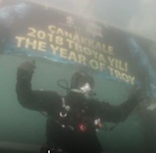 El buzo turco Cem Karabay rompió el récord mundial de buceo más largo en mar abierto en aguas frías