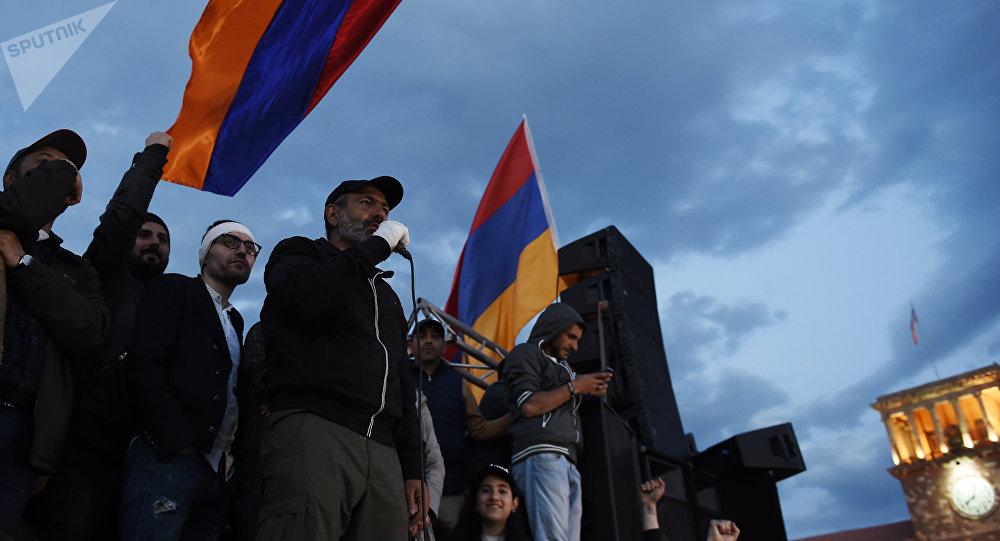 Primer ministro de Armenia renuncia tras las intensas protestas antigubernamentales