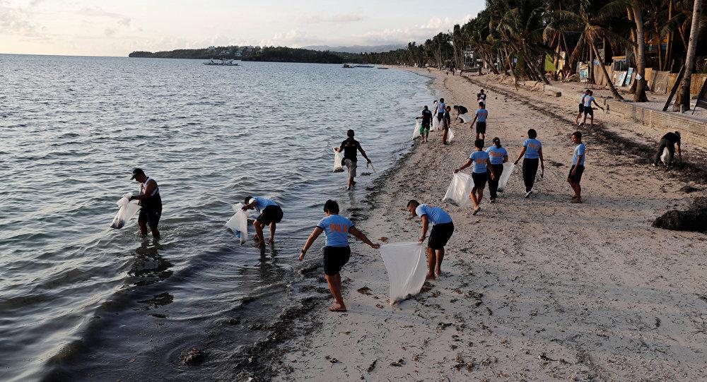 Las obras de limpieza en la isla Boracay, Filipinas