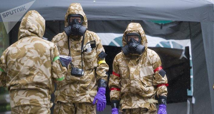 Especialistas de las unidades antiquímicas trabajan en relación con el caso Skripal en Salisbury (Reino Unido)