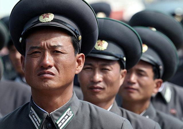 Trabajadores de ferrocarriles de Corea del Norte (archivo)