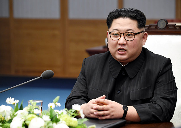 Kim Jong-un, líder norcoreano, durante la reunión con el presidente de Corea del Sur, Moon Jae-in