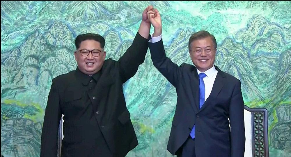 Reunión entre el líder de Corea del Norte, Kim Jong-un, y el presidente de Corea del Sur, Moon Jae-in (archivo)