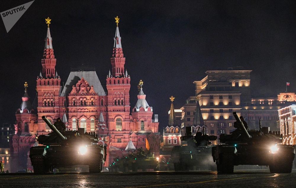 Moscú se prepara para el desfile de la Victoria al amparo de la noche
