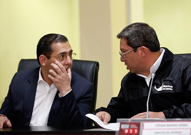 Ministro de Defensa de Ecuador, Patricio Zambrano, y ministro de Interior de Ecuador, César Navas (archivo)