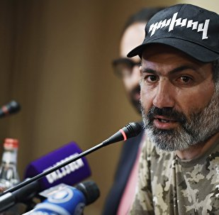 El diputado opositor Nikol Pashinián