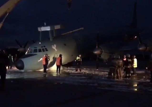 Cómo la maestría de los pilotos evitó una tragedia en el aterrizaje del Il-38 en Moscú