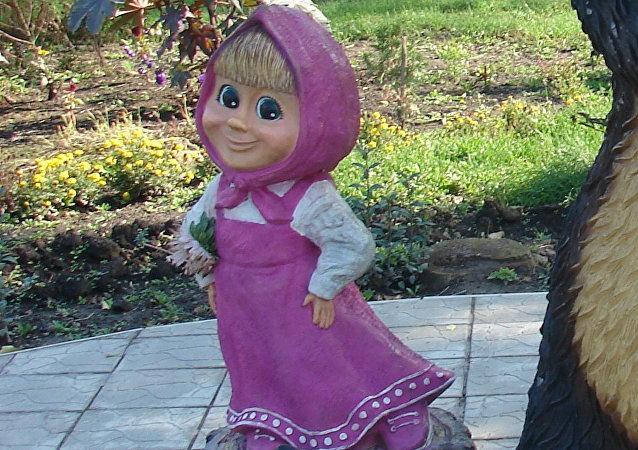 Estatua de los personajes del dibujo animado 'Masha y el Oso'