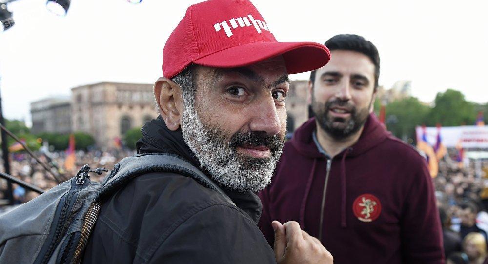 La crisis se agrava en Armenia, seguidores de Pashinián paralizan Ereván